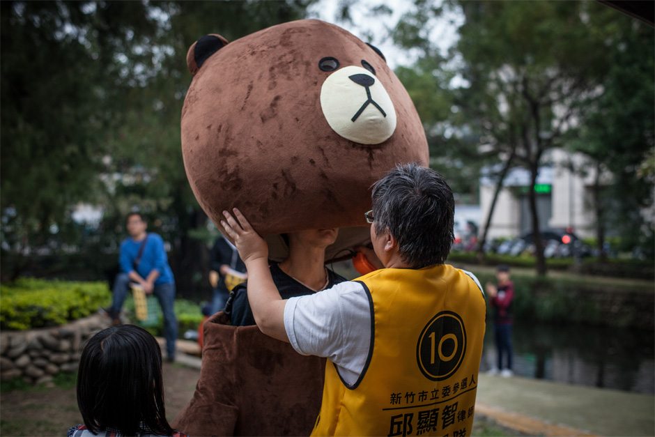 Campaigners in Hsinchu City prepare for a street rally for the New Power Party, which emerged after the Sunflower Student Movement in 2014 and advocates for political liberties, universal human rights, and Taiwanese independence.