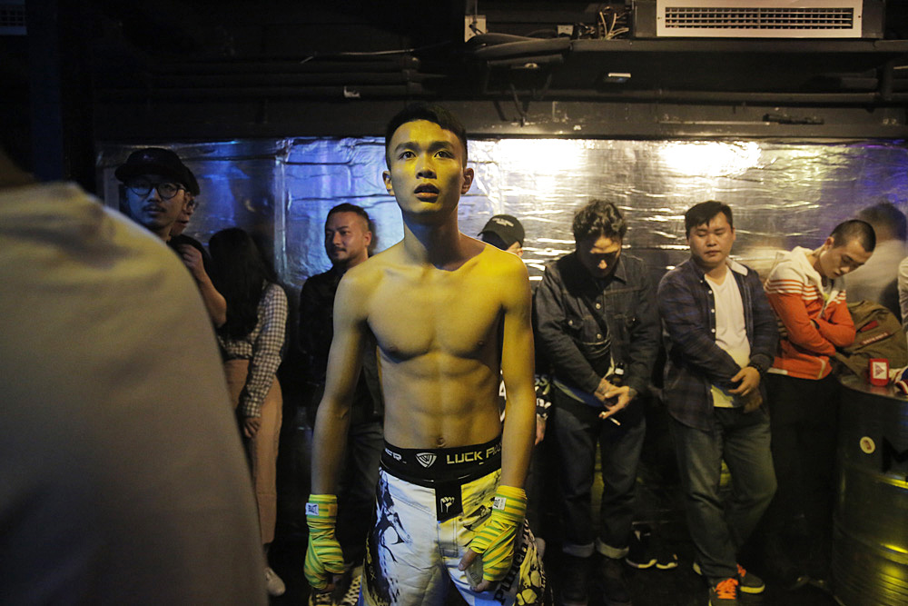 Bo gets ready before his fight with Xia. Their fight was the first of four that night.