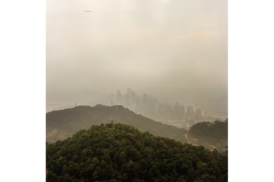 From a vantage point on top of Nanshan, the green hillsides and the cityscape appear to exist symbiotically. In fact, the terrain in the urban part of Chongqing keeps development concentrated to a relatively small area.