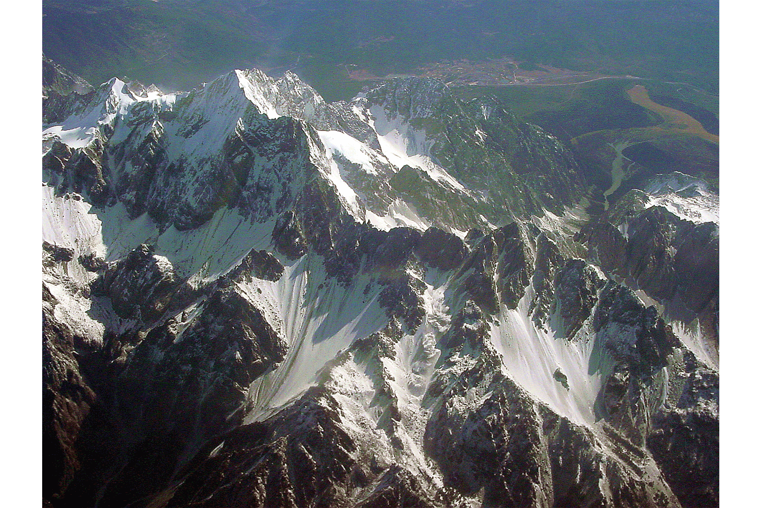 Retreating glaciers on Jade Dragon Snow Mountain in Yunnan province, on the eastern edge of the Tibetan plateau. Photo by Yang Yong.