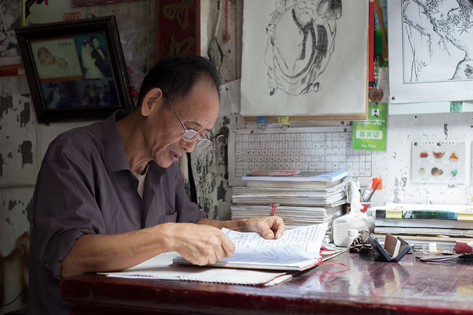 Wang Shouchang, sixty-seven, is a ninety-third generation member of the Wang family that once dominated village life in Bishan. Wang devotes much of his private time to researching the kinship history of the region. In the past, people relied on ancestral halls and genealogies to keep the family records. Today, Wang is one of the few interested in village history.