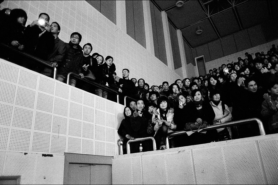 Fanatical college students stuff a large theater to capacity before a concert appearance by Fan Bingbing in Wuxi.