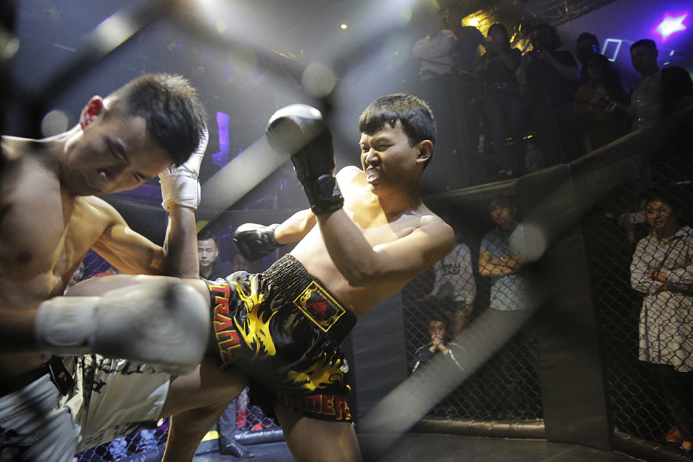 Bo (left) and Xia, during the fight.