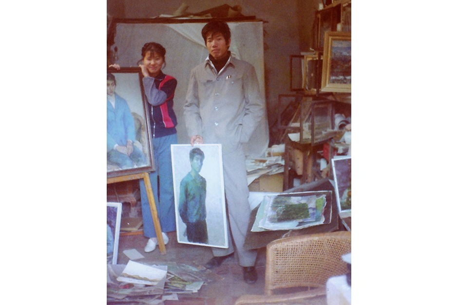 A family photo shows Cai Guo-Qiang, right, and his wife, Hong Hong Wu, in 1978. (Photo courtesy Cai Studio)