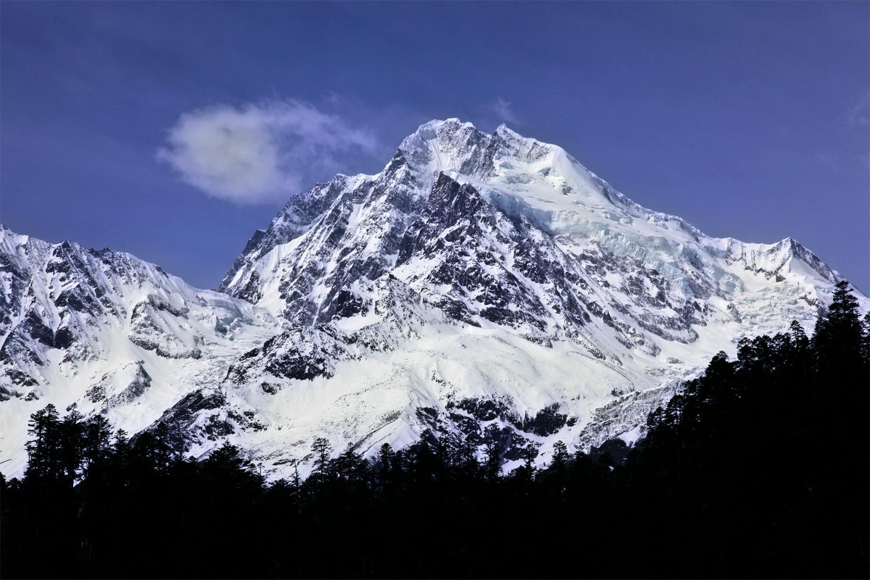 Glaciers on the Hengduan mountain range in Xinjiang province. Photo by Yang Yong.