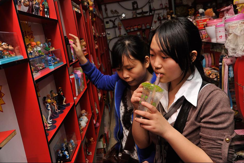Zhao Xiaomei and her cousin Tan Xiao.