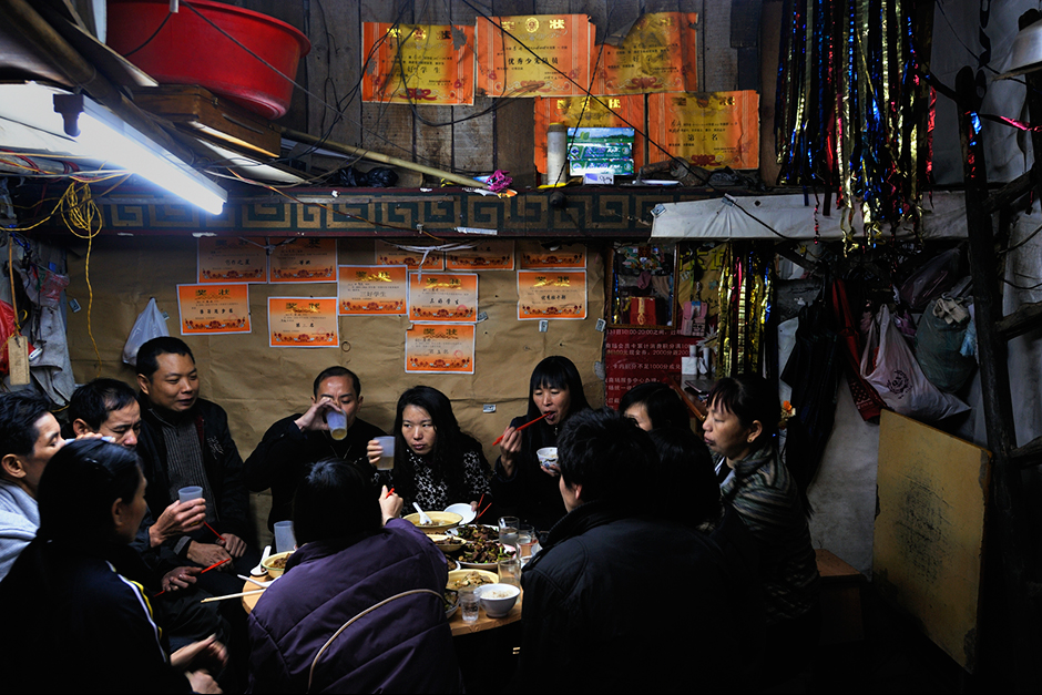 For Chinese New Year, relatives from other parts of Shenzhen and Guangdong come to Wuwucun to visit and have dinner.