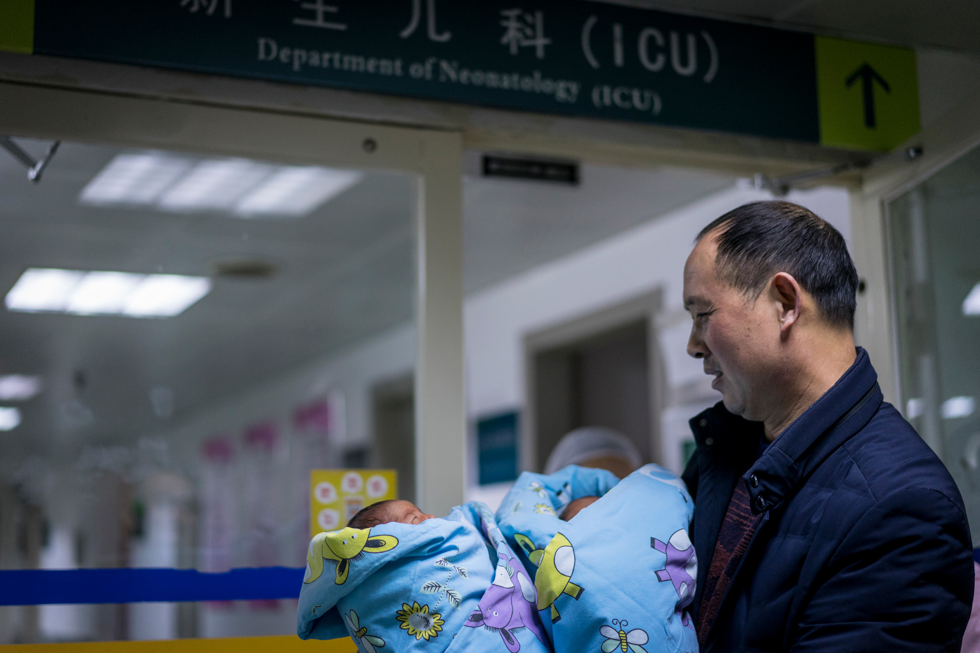 Because the twins were premature, they had to stay in incubators for several days. Fangguo finally gets to hold his children for the first time, December 17, 2017.