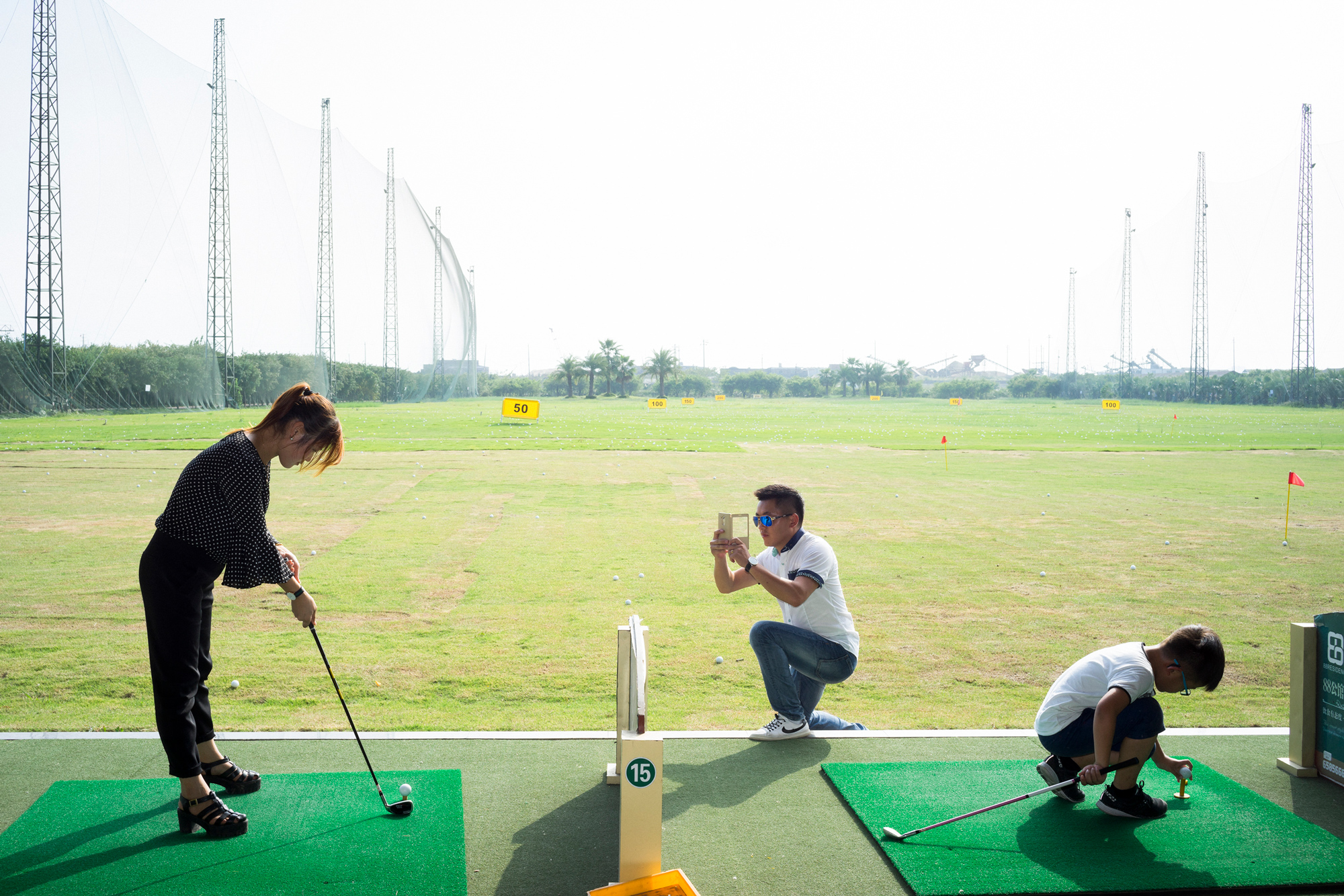 A family plays golf at a farm in Dongshan sub-district, October 5, 2016.