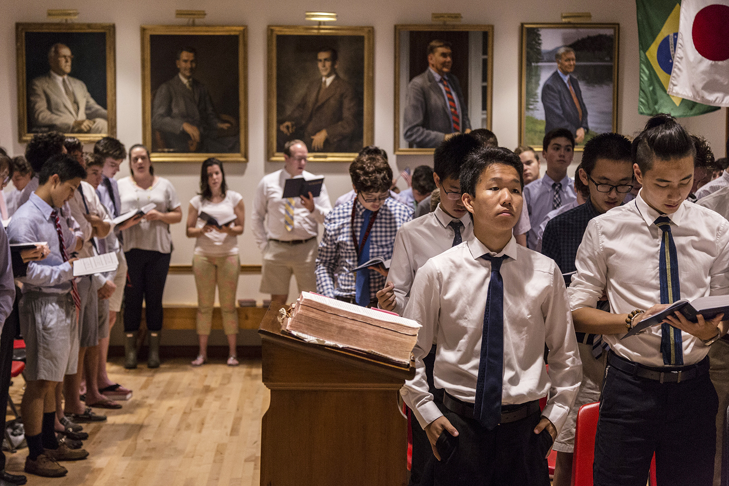 October 10, 15-year-old Ryan does not participate during chapel at South Kent School, in Connecticut. He came to the U.S. from China this September to attend high school. An increasing number of Chinese families are sending their children to the U.S. for education. (Wu Jiaxiang/Tencent Guyu Project)