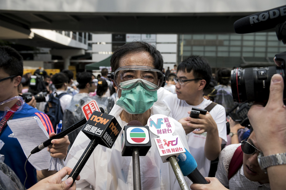 Former legislator and founder of Hong Kong's Democratic Party Martin Lee, wearing goggles and a mask to protect against pepper spray, talks to the media on September 28. (Photo by Alex Ogle/AFP/Getty Images)