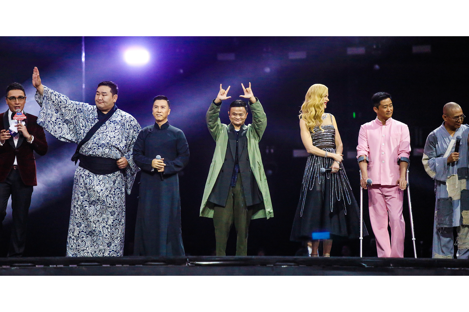 November 10, Jack Ma, Chairman of the Alibaba Group, with actress Nicole Kidman and other celebrities, attend a show during Alibaba Group's 11.11 Singles' Day global shopping festival in Shanghai. The next day, Alibaba's Singles' Day sales hit a new record: U.S.$25 billion. (ImagineChina)