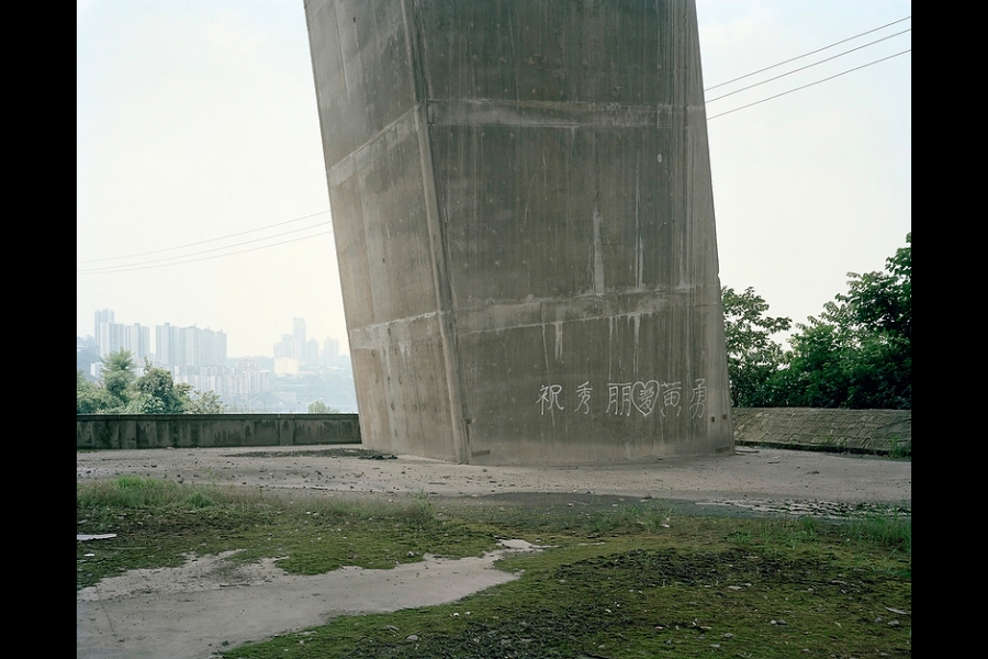 """Zhu Xiuli loves Huang Yong,"" a love manifesto inscribed under the Yangtze River Bridge, Chongqing."