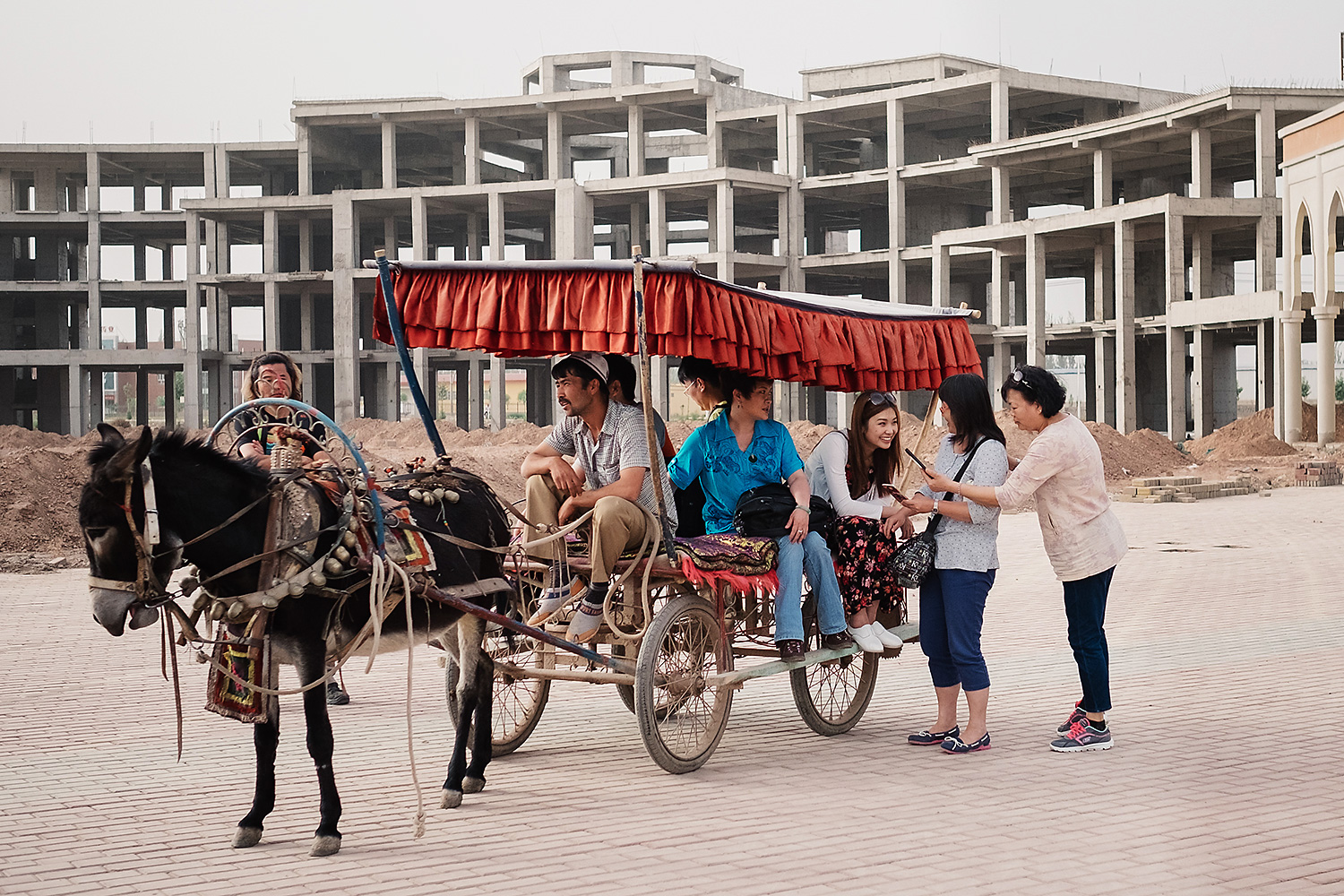 Actors in the TV drama 'In-Laws, Out-Laws,' a popular show in Guangdong, film a special episode at Apandiland. The episode focuses on the life of cadres from Guangdong who have come to work on a development project in Xinjiang.