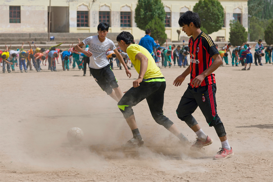 In the countryside surrounding Artux, there are almost no soccer fields with real turf, and there are few tournaments in which young people may participate.