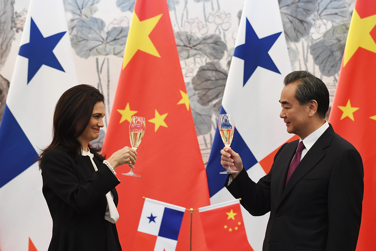The World Is Deserting Taiwan. How Should the U.S. Respond? | ChinaFile