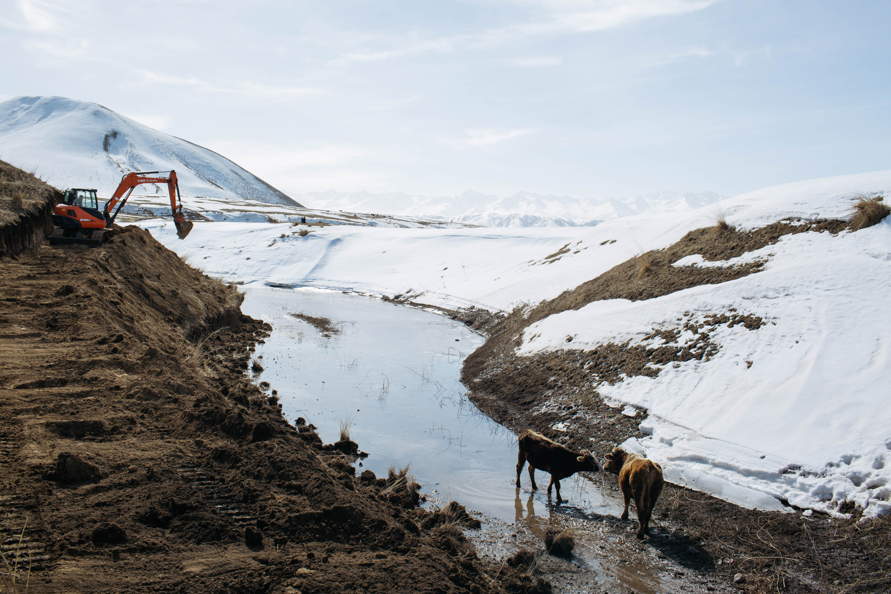 Melting snow obstructs a road in Ili Kazak Autonomous Prefecture, Xinjiang Uighur Autonomous Region, March 7. As the world's largest emitter of carbon, China produced 4.7 percent more greenhouse gases in 2018 than in 2017, marking its sharpest increase since 2011. Although the country is promoting renewable energy, the government's attempts to boost the economy have led to the loosening of environmental regulation of heavy industries. (Wu Huiyuan/Sixth Tone)