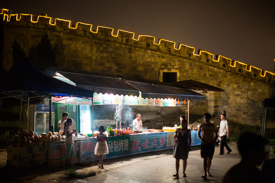 A food stall on Meixin Foreigner Street. This district has replicas of a 150-meter section of the Great Wall and Rio de Janeiro's Christ the Redeemer.