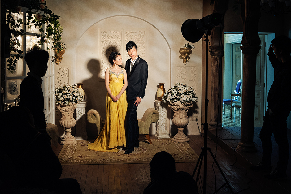 At Princess Studio, couples can spend between 3,000 RMB and 130,000 RMB (between U.S.$500 and $22,000) on a wedding album. The more expensive packages come with more costume changes, setting options, prints, and access to the VIP room.