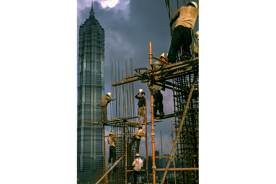 Most of the men installing reinforcing steel on the Super Brand Mall were from the same village near Jinhua, Zhejiang province, 2000.