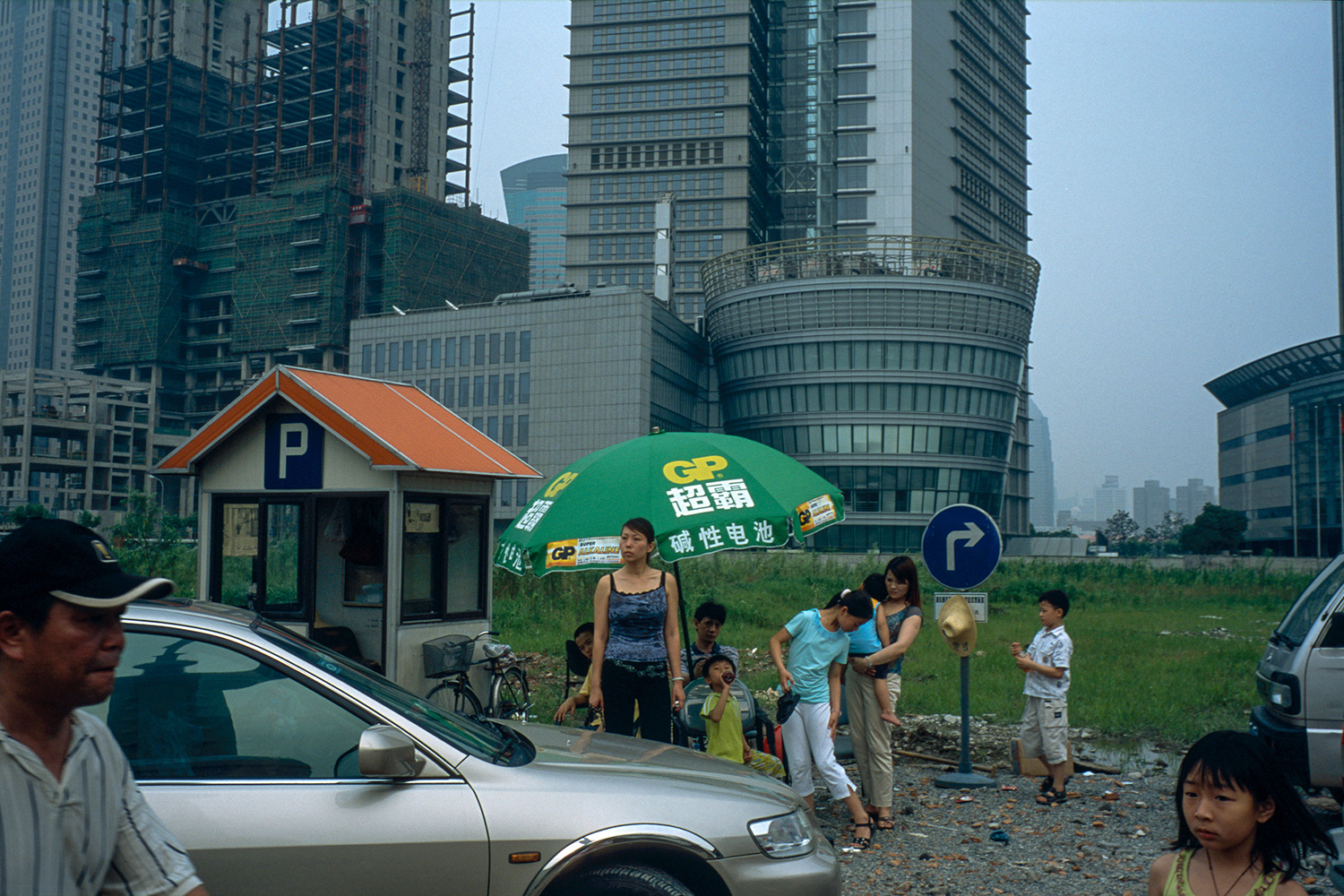 A building site in Lujiazui becomes an impromptu parking lot when construction there stalled, 2003.