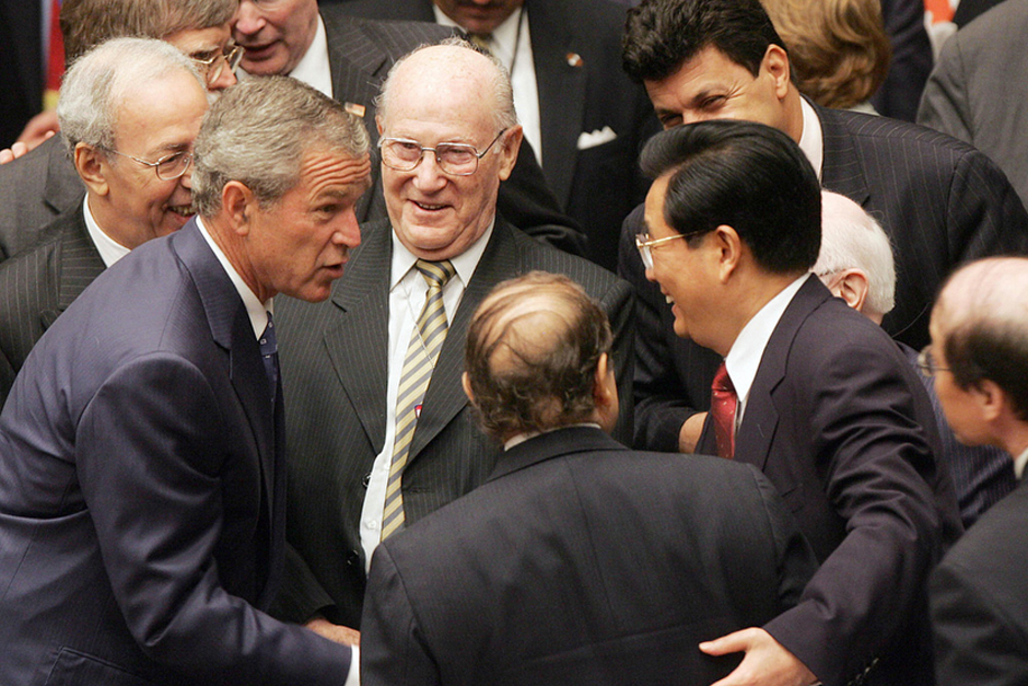 U.S. President George W. Bush greets Algerian President Abdelaziz Bouteflika, center, and Chinese President Hu Jintao during the Security Council meeting on September 14, 2005, at the 60th session of the United Nations General Assembly in New York. (Photo by Jim Watson/AFP/Getty Images)