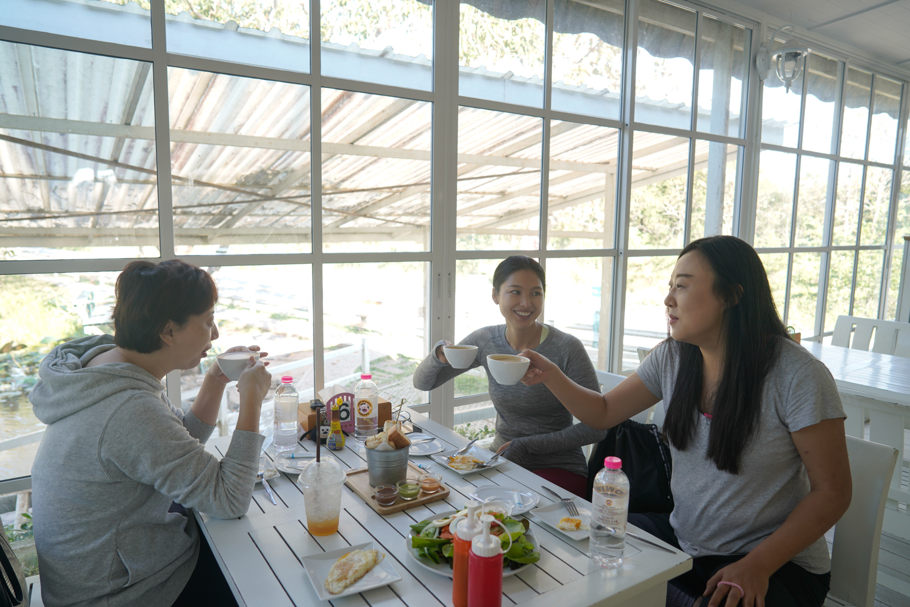 Ding Dian meets up with two other Chinese mothers for breakfast after sending her children to school, January 16, 2019. Chinese parents rarely socialize with locals or other foreigners in Chiang Mai because of their limited English or Thai.
